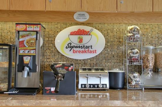 Super 8 Fernie: Breakfast