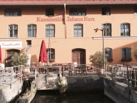 Vor Dem Hotel Picture Of Hotel Kunstmuehle Mindelheim Tripadvisor