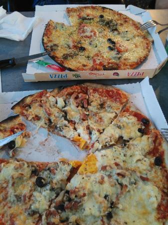 Roquefort-les-Pins, France : Grande pizzas pâtes fine croustillante plus ou moins garnies