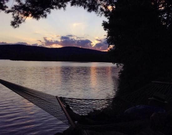Sutton, Nueva Hampshire: Enjoying the sunset on Kezar Lake