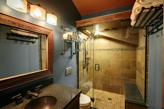 Skaneateles, Нью-Йорк: Luxury Bathrooms Featuring Spa Walk In Showers