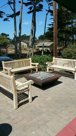 Sunset Inn: patio with firepit