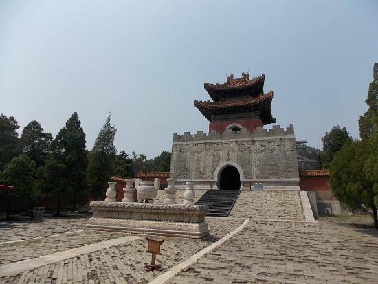 Zunhua, จีน: Entrance to Cixi's tomb complex