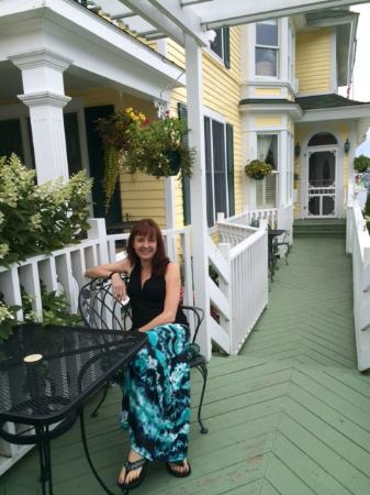 Bay View of Mackinac Bed & Breakfast: Happy Visitor in Outdoor Seating Area