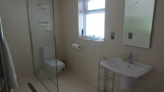 Myrtle Bank Guest House: Bathroom