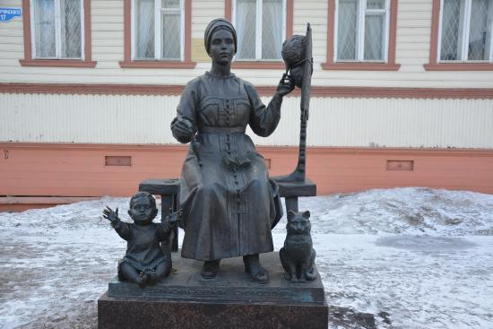 Monument to Russian Wifes - Savers of Family Hearth