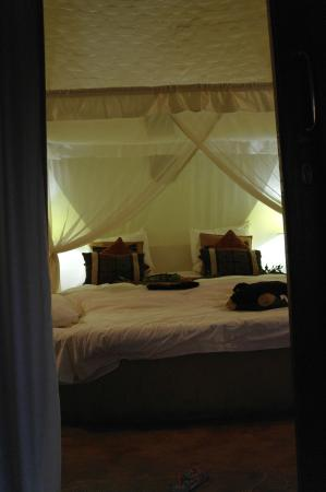 Zululand Safari Lodge: bedroom + nr5 space in front of bed (very good)