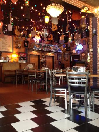 Ingleside Village Pizza: Great service, cool location & good eats.