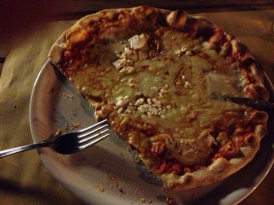 Alla Torre di Pai: Safran-Gambas-Zucchini Pasta & 4Formaggi Pizza