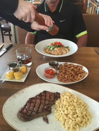 Twelve Stones Restaurant: Hubby had the special & I had the steak, mac & cheese!