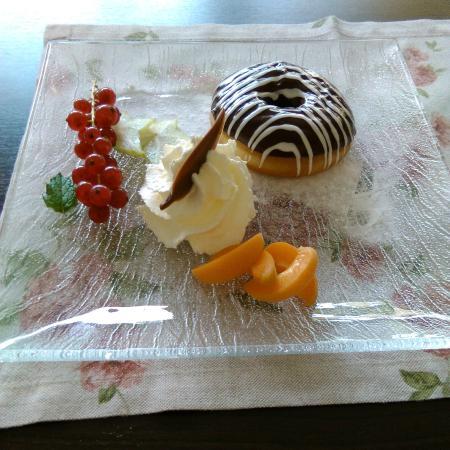 Afternoon tea & cake Hotel Du Lac restaurant