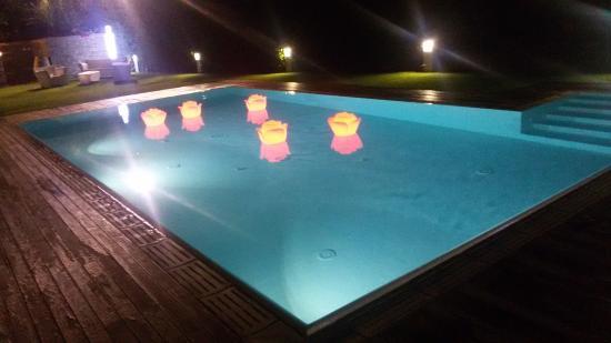 Piscina di sera foto di ristoranti locanda gavarini for Piscina villafranca