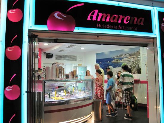 Heladeria Amarena: An amazing ice-cream shop (24/Aug/15).