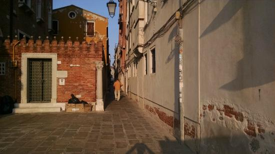 Ca' Turelli : Enter the alley leading from Vaporetto to Campo St Barnaba