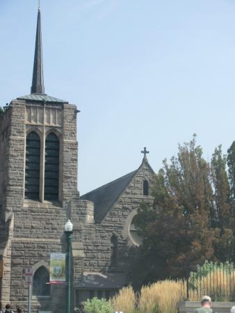 St. Michael's Episcopal Cathedral照片