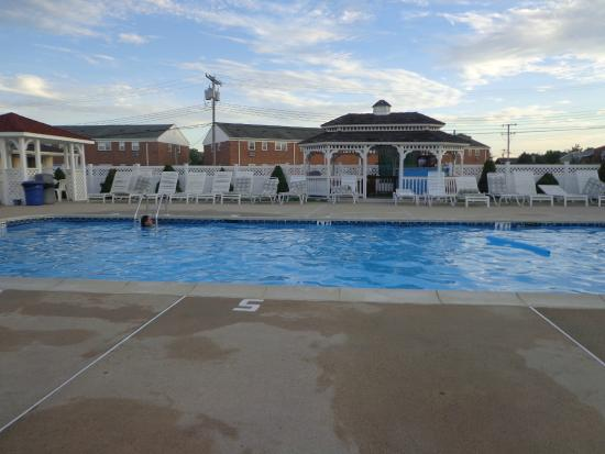 Point Pleasant Manor: Hotel pool