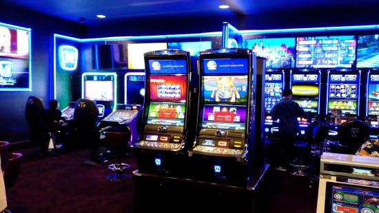 New Look Slots - Picture of Grosvenor Casino Luton, Luton ...