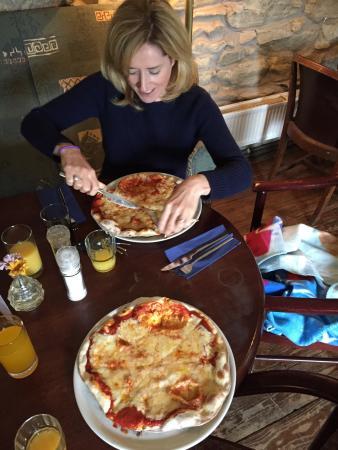 Dugort, Irlandia: Just what we needed on rainy day in achill