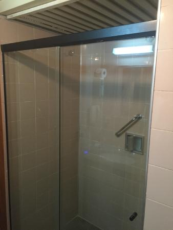 Carlton Hotel Brasilia: Banheiro velho