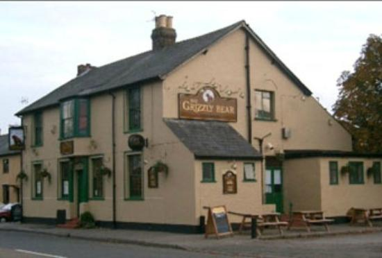 Sunbury, UK: The Grizzly Bear Public House