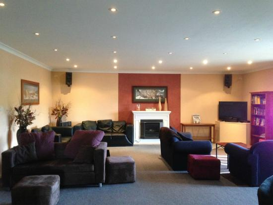 Aalberg Chalet Jindabyne: Living Room