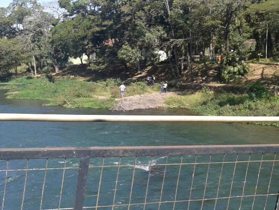 Sao Jose Do Rio Pardo, SP: Zoológico a beira do Rio Pardo