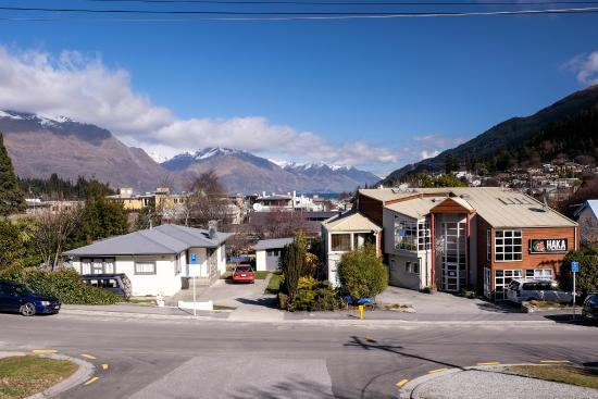 Haka Lodge Queenstown: Our central Queenstown location - just 5 minutes from the lake