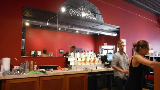 Grand Traverse Distillery: the bar and our bartender