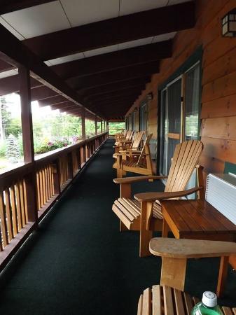BEST WESTERN Adirondack Inn: Balcony -2nd floor facing parking lot