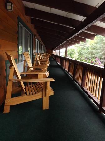 BEST WESTERN Adirondack Inn: 2nd floor balcony