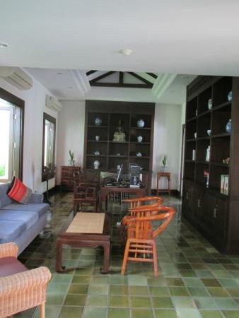 Bodhi Serene Hotel: Library