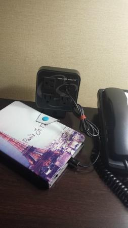Comfort Suites : Plugs