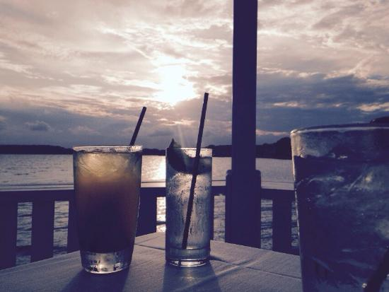 Dewey Beach, DE: The lobster, the moon , and the drinks were awesome!