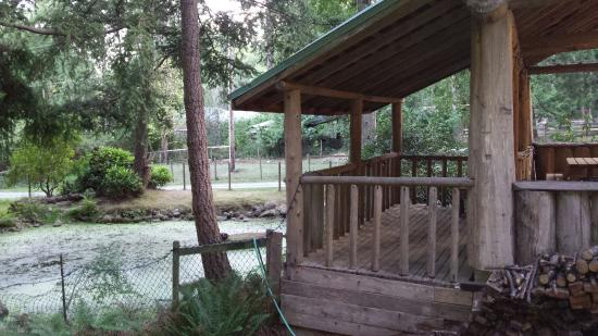 Seabreeze Resort: Campers kitchen overlooking the pond