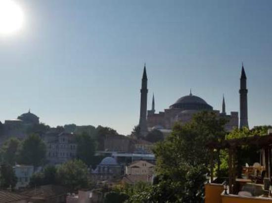 Istanbul Violet Apartments: hagia sophia dilihat dari balkon kamar