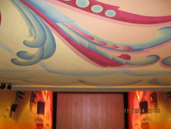 Scottsbluff, NE: Midwest theatre ceiling painting