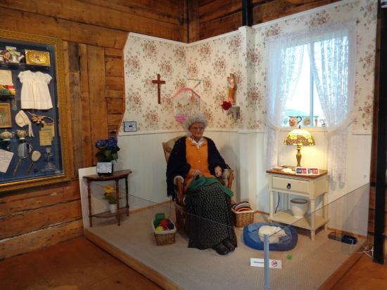 La dame de la petite maison picture of musee de la petite maison blanche - Photo de petite maison ...
