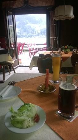 Kohlbachmuhle: Столик внутри кафе