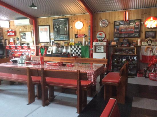 Luxury With A Difference Barossa Old Garage Bed And