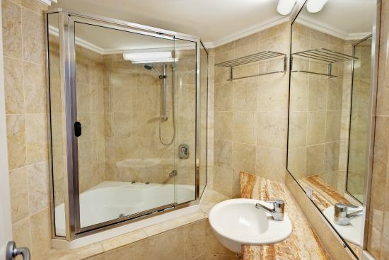 Rolling Surf Resort: 3 Bedroom Oceanfront - Bathroom