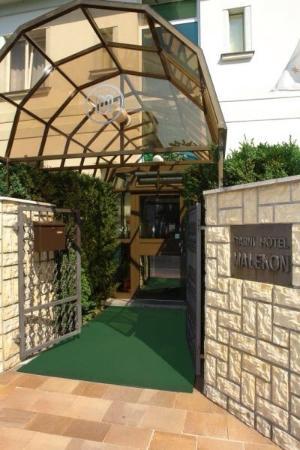Malekon Garni Hotel