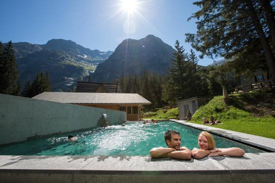Handeck - Hotel und Naturresort : Aussenpool - 32 Grad