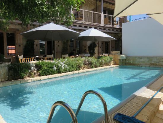 Apokryfo Traditional Houses: Pool