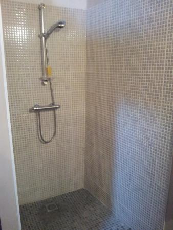 L'Apotheis: doccia