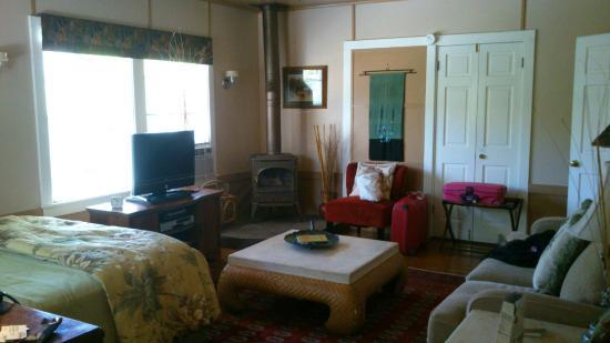 Chelsea Garden Inn: Bedroom 1 (of 2) in Palm Suite Apartment