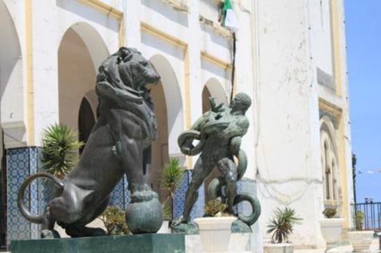 Skikda, Algeria: entrée de la mairie