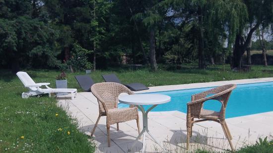 Ker Dame Marie : la piscine en été
