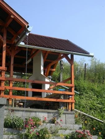 Toplita, Romênia: BBQ fireplace from downstairs