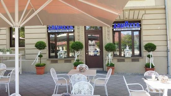 lavazza bar ludwigsburg die hof apotheke restaurant bewertungen telefonnummer fotos. Black Bedroom Furniture Sets. Home Design Ideas