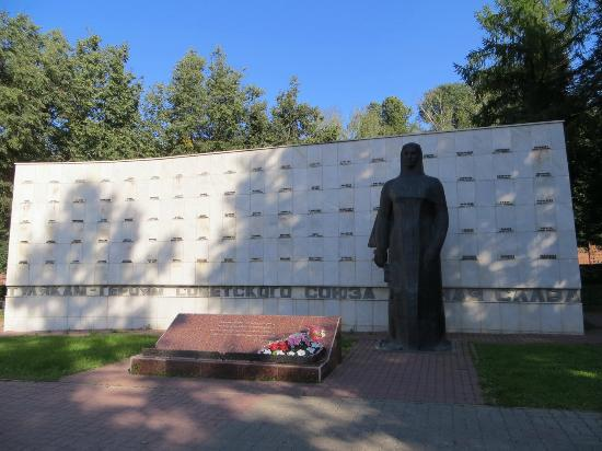 ‪Monument to Tula Citizens-Heroes of Soviet Union‬